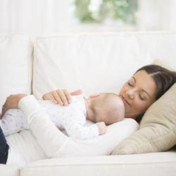 چرا برخی از نوزادان از یک سینه شیر میخورند