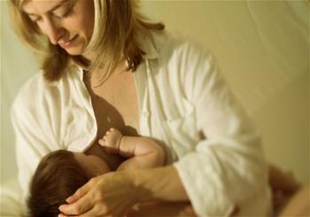 تغذیه کودک دوم با شیر مادر
