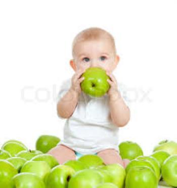 کودک از چه زمان میتواند ميوه بخورد ؟