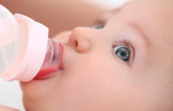 شروع آب دادن به نوزاد