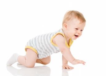 چهار دست و پا رفتن نوزاد