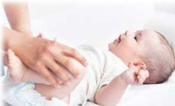 یبوست نوزادان و ماساژ برای رفع آن