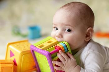 به دهان بردن اشیاء در کودکان