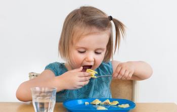 نکاتی در مورد غذا خوردن کودک – نه تا دوازده ماه