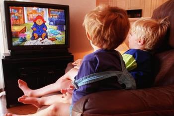 تلویزیون دیدن کودکان