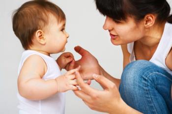 آموختن برقراری ارتباط به کودک یک ساله