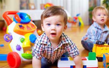 کتک کاری و هل دادن در کودک یکساله