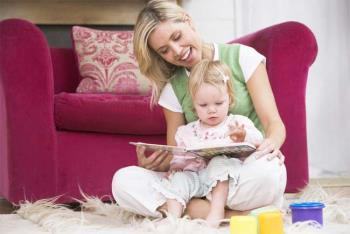 کتاب خواندن برای کودک دو ساله
