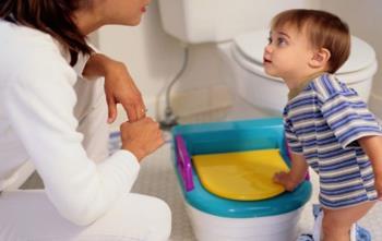 آموزش طرز صحیح استفاده از توالت به کودک