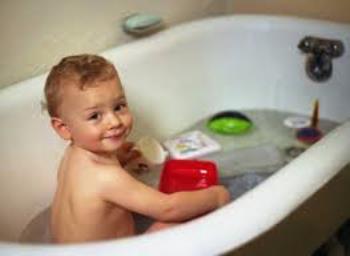 حمام بردن  کودکان نوپا