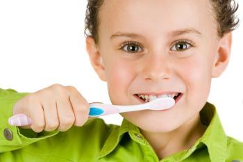 مسواک زدن و مراقبت از دندانهای شیری کودکان