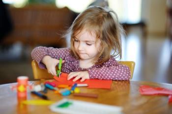 کار کردن کودکان با قیچی
