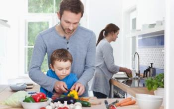 روش های عادت دادن فرزند به کار در خانه