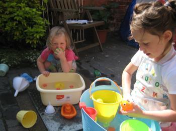 آب بازی کودکان