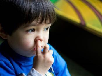 انگشت در بینی کردن کودکان