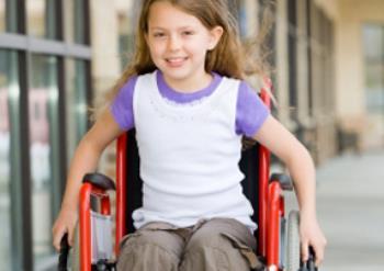 کودک مبتلا به معلولیت جسمانی