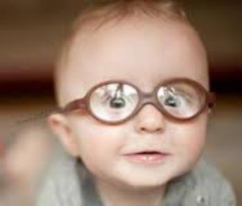 کودک مبتلا به اختلال بینایی