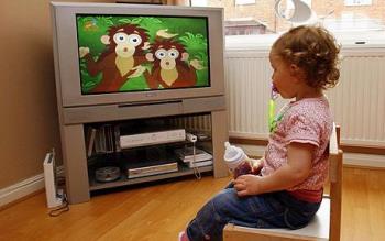 اثرات مثبت و منفی تلویزیون در کودکان