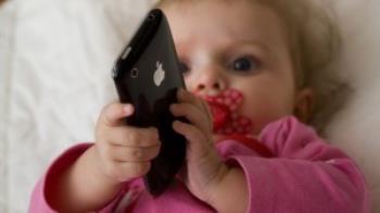 استفاده کودکان از دستگاه های الکترونیکی