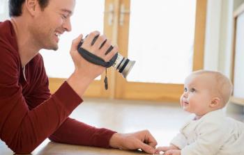 روش بازی پدران با کودکان شش تا نه ماهه
