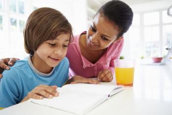تشویق کودک به درس خواندن در خانه