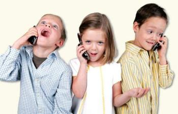 تلفن کردن کودکان به یکدیگر و برخورد والدین با آنها