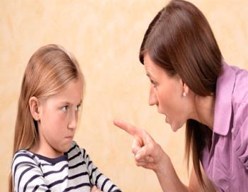 غر زدن و ایرادگرفتن والدین از کودکان