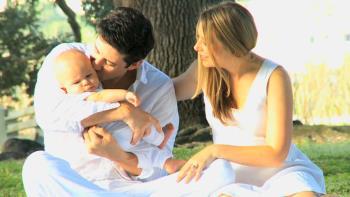 تقسیم وظایف نگهداری از نوزاد بین والدین