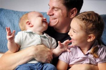 اگر کودکان در زندگی مورد پذیرش قرار گیرند دوست داشتن را می آموزند