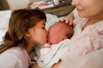 ملاقات برادران و خواهران با نوزاد